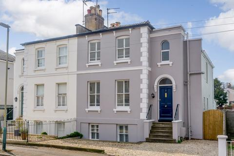 4 bedroom semi-detached house for sale - Kings Road, Cheltenham, Gloucestershire, GL52