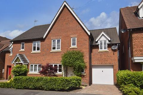 3 bedroom semi-detached house for sale - Lindisfarne Court, Widnes