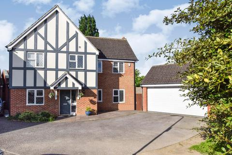 5 bedroom detached house for sale - Woodcutters Close, Hornchurch, Essex, RM11