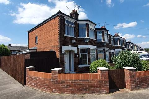 3 bedroom end of terrace house for sale - Meadowbank Road, Hull