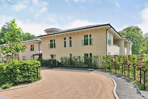3 bedroom flat for sale - The Walled Garden, Moor Park, Farnham