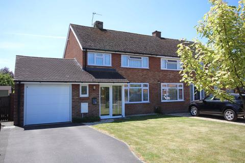 3 bedroom semi-detached house for sale - Two Hedges Road, Bishops Cleeve, Cheltenham, GL52
