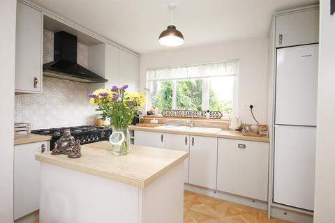3 bedroom semi-detached house for sale - St Davids Drive, Callands, Warrington, WA5