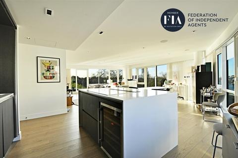 3 bedroom apartment for sale - Quayside House, Kew Bridge Road, Brentford