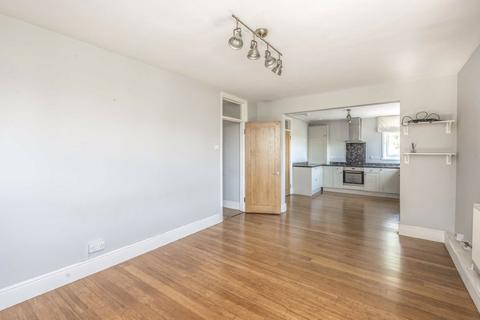 3 bedroom flat for sale - Hollies Way, Balham