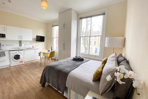 House share to rent - Bamborough Gardens, London