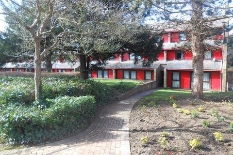 2 bedroom flat to rent - Ashfields,The Drive,Thorpe Gate