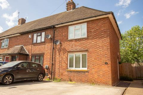 2 bedroom end of terrace house for sale - Mill Way, Aylesbury