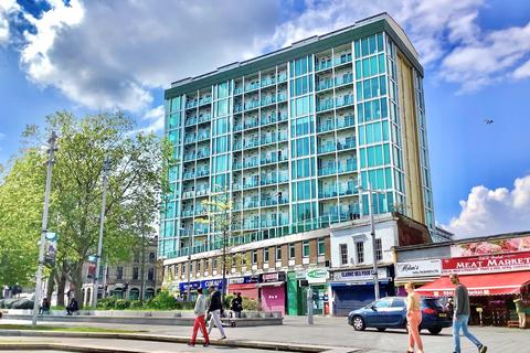 3 bedroom flat to rent - Greens End, London, Greater London, SE18 6HB