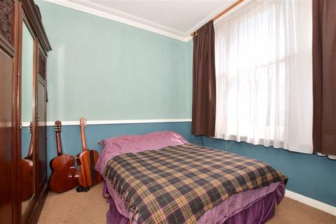 1 bedroom ground floor flat for sale - North Road, Havering-Atte-Bower, Romford, Essex