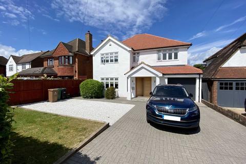 5 bedroom detached house to rent - Ruden Way, Epsom Downs, KT17 3LL