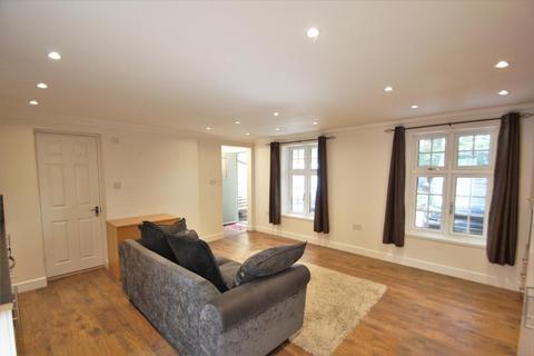 Studio to rent - Camberley