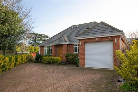 4 bedroom detached bungalow for sale - Avondale Avenue, STAINES-UPON-THAMES, Surrey