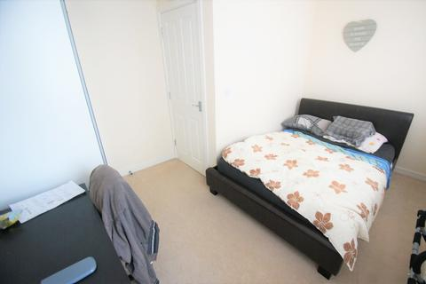 3 bedroom semi-detached house to rent - Sunbeam Way, Coventry, CV3 1PG