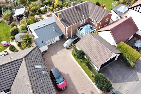 5 bedroom detached house for sale - Thurstaston Road, Heswall