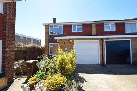 3 bedroom end of terrace house for sale - Berwood Road, Corringham, Essex