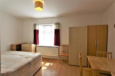 Studio to rent - Wynchgate, Southgate, N14