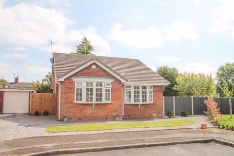 2 bedroom detached bungalow for sale - Green Avenue, Davenham