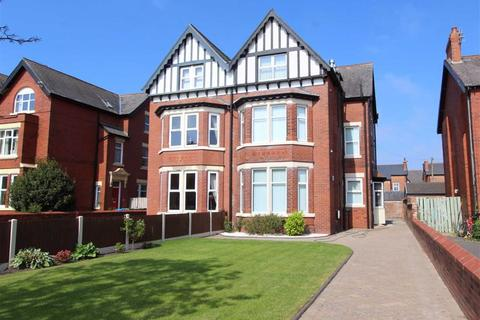 2 bedroom apartment - Ansdell Road South, Lytham St. Annes, Lancashire