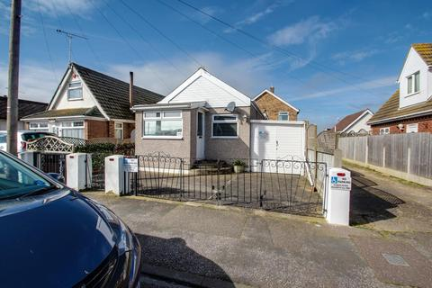 2 bedroom detached bungalow for sale - Meadow Way, Jaywick