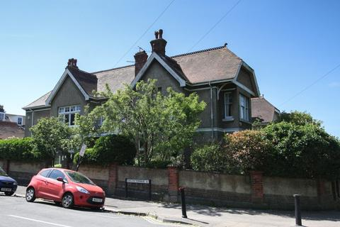 6 bedroom detached house for sale - East Drive, Brighton
