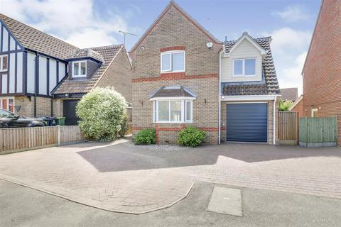 4 bedroom detached house for sale - Langham Drive, Rayleigh