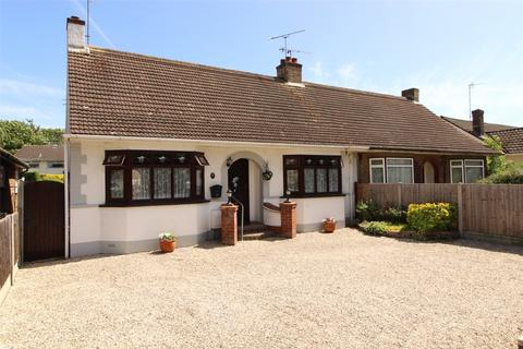 2 bedroom bungalow for sale - Pargat Drive, Leigh-on-Sea, Essex, SS9