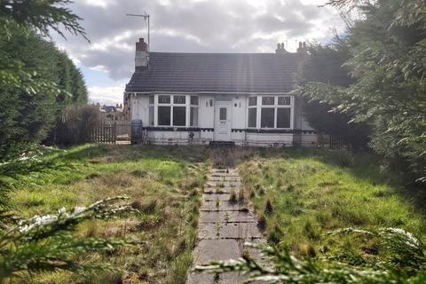 2 bedroom bungalow for sale - Deighton Road, Deighton, Huddersfield, West Yorkshire, HD2