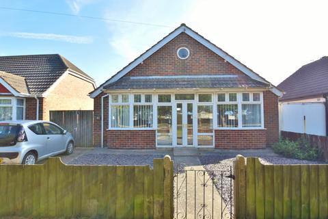 2 bedroom bungalow for sale - Burgh Road, Skegness, PE25