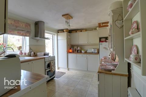 4 bedroom semi-detached house for sale - Whinchat Close, Ipswich