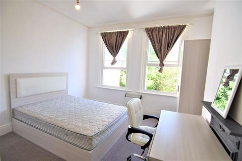 Studio to rent - LARGE MODERN STUDIO IN SEVEN DIALS - Available Now - Ref P408