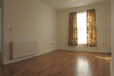 3 bedroom property to rent - High Street North, Dunstable