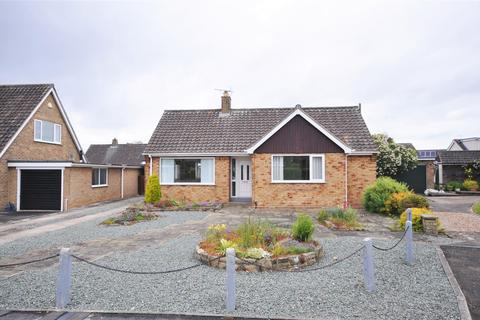 2 bedroom detached bungalow for sale - Ribstone Grove, Off Meadlands, York, YO31 0NX