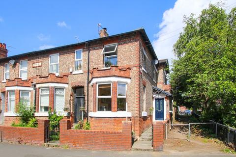 3 bedroom end of terrace house for sale - Carrington Road, Flixton, Manchester, M41