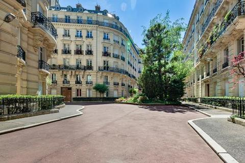 3 bedroom apartment - PARIS, 75006