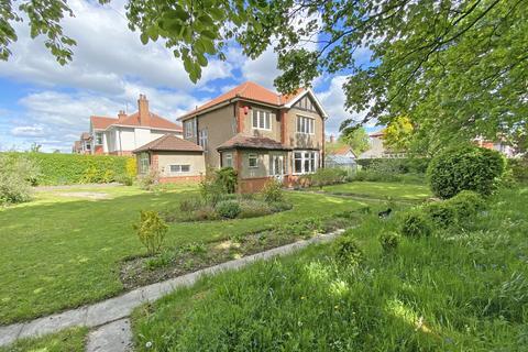 4 bedroom detached house for sale - Hookstone Drive, Harrogate
