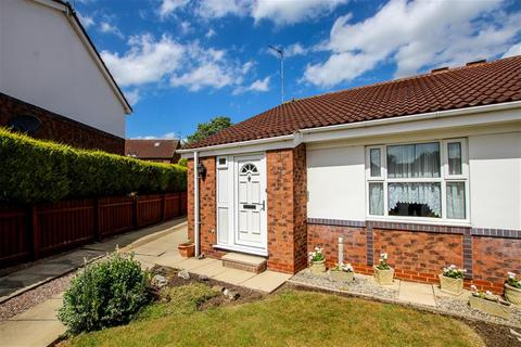 2 bedroom bungalow to rent - Seaton Close, York, YO10 3BQ