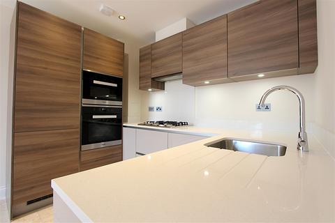 2 bedroom flat to rent - Davis House, 5 Huguenot Drive, London, N13