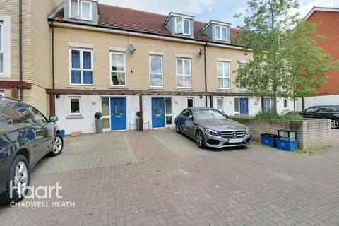 3 bedroom townhouse for sale - Norwich Crescent, Romford