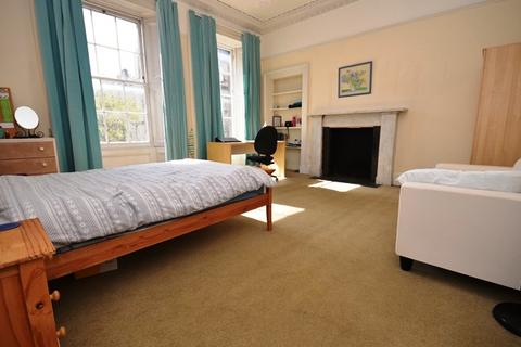 4 bedroom flat to rent - Lutton Place, Edinburgh, EH8 9PD