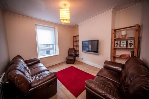 3 bedroom flat to rent - Urquhart Road, City Centre, Aberdeen, AB24 5NA