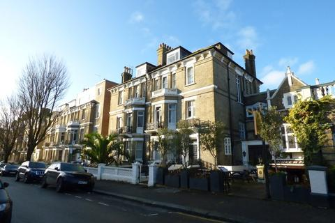 Studio to rent - First Avenue, Hove, BN3 2FH