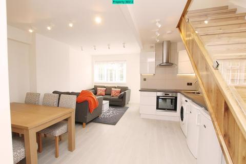 4 bedroom flat to rent - Gauden Road, London, SW4 6LU