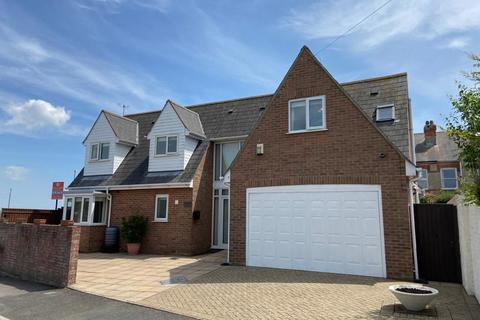 3 bedroom detached house for sale - Manor Road, Radipole