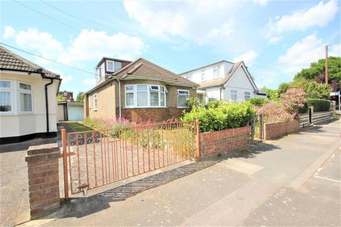 3 bedroom bungalow for sale - Lodge Lane, Collier Row, Romford, Essex, RM5 2LB