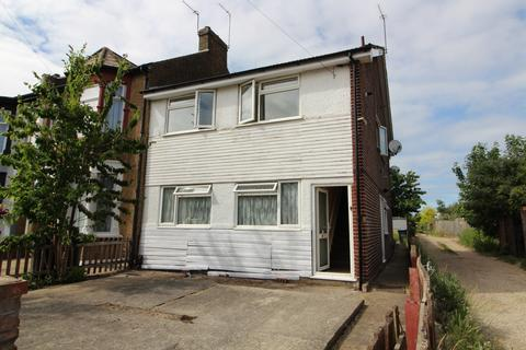 2 bedroom maisonette to rent - Beaconsfield Road, Enfield Lock, EN3