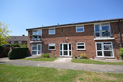 2 bedroom flat to rent - Huntsmoor Road, West Ewell, Surrey, KT19