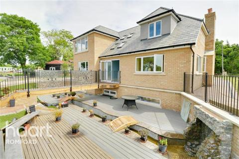 4 bedroom detached house to rent - Murthering Lane - Navestock - RM4