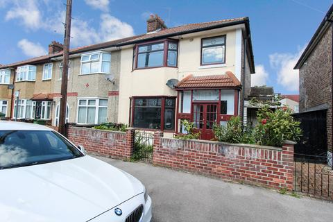 3 bedroom end of terrace house to rent - Cecil Road, Romford