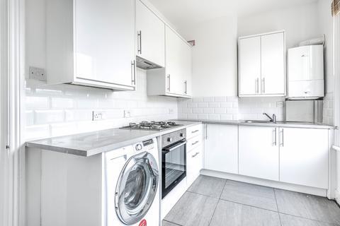 1 bedroom flat to rent - Battersea Rise London SW11